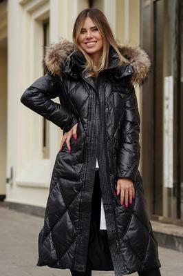 Короткое пальто с меховым воротником из чернобурки серое