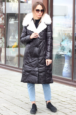 Приталенная модная куртка с песцом